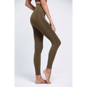 •FREE PEOPLE• Barely There Leggings in Moss